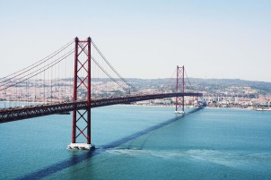 Puente del 25 de abril